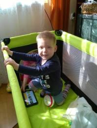 Zabawa w łóżeczku w którym miał leżeć brat Adasia Szymon :)