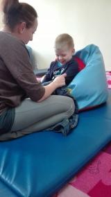 Zajęcia zawsze zaczynamy od masażu rąk, buzi i nóg