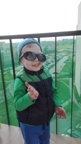 I co wy na to :) Adaś uwielbia nasz balkon, siódme piętro go nie przeraża :)