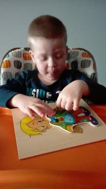 terapia ręki ubieramy chłopczyka 3
