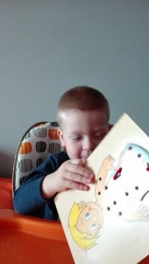 terapia ręki ubieramy chłopczyka