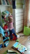 Będę bawił się wszystkimi zabawkami które mam w pokoju :-)