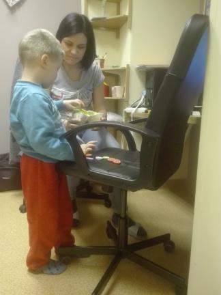 Zajęcia neurologopedyczne robimy kanapkę dla mamy, uczymy się nazw warzyw