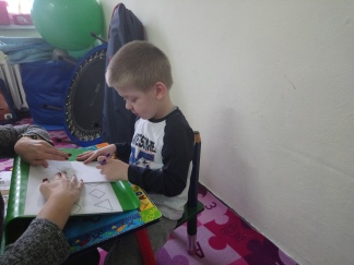 Pani Ola zgodziła sie wpleść w swoje zajęcia ćwiczenia typowo poprawiające sprawność ręki. Jesteśmy jak najbardziej za :-) http://www.integra.edu.pl