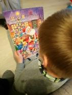 Adaś dostał prezent od Świętego Mikołaja, którego spotkał w przedszkolu :)