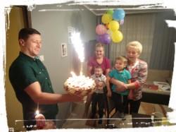 Tort przede wszystkim dla gości o smaku śmietankowym z owocami granatu wykonany jak co roku przez babcię Stanisławę :)